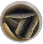 Silpnai sūdyta atlantinių silkių filė su oda